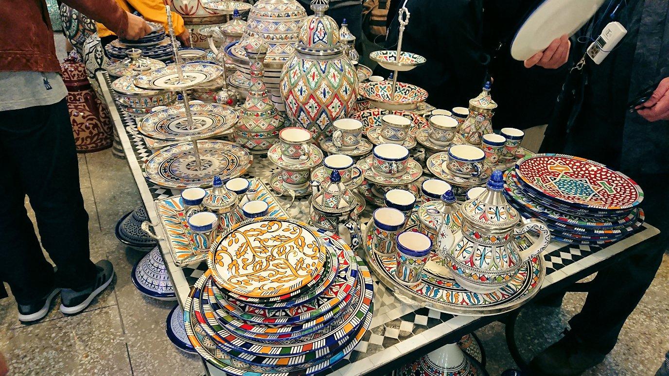 フェズの陶器工場内のお買い物お店3