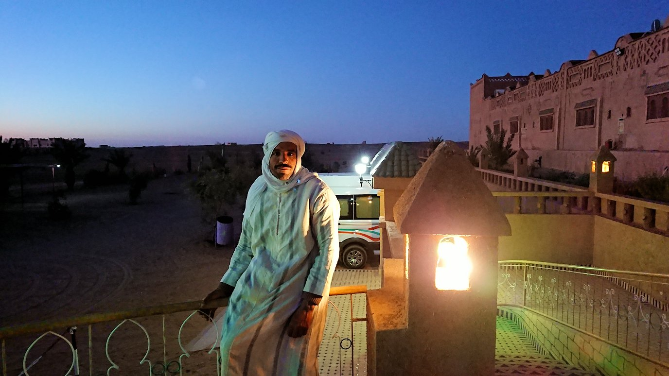 モロッコのメルズーガの砂漠ホテルで陽が沈む2