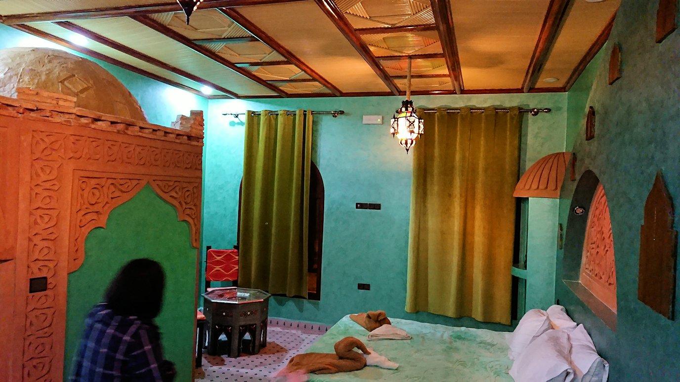 モロッコのメルズーガの砂漠ホテルで陽が沈む5