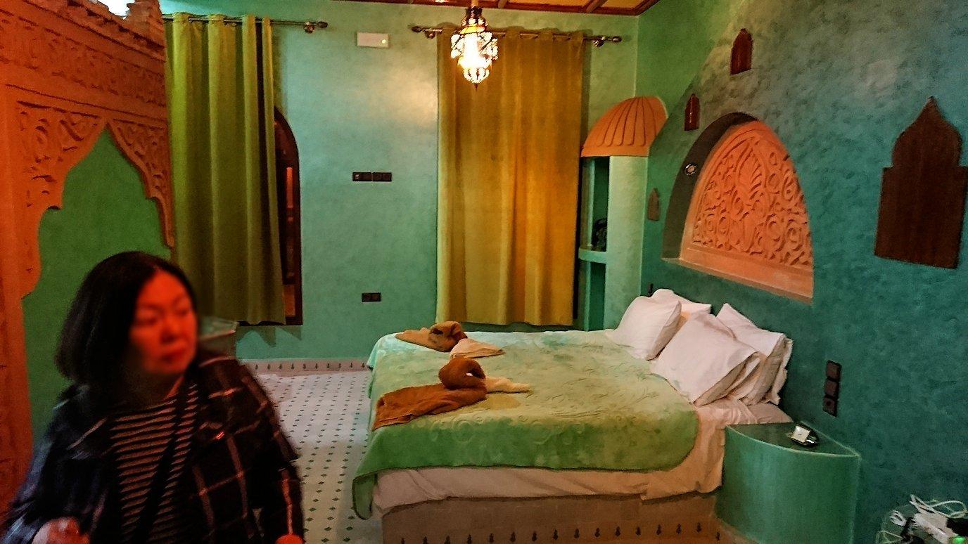 モロッコのメルズーガの砂漠ホテルで陽が沈む6