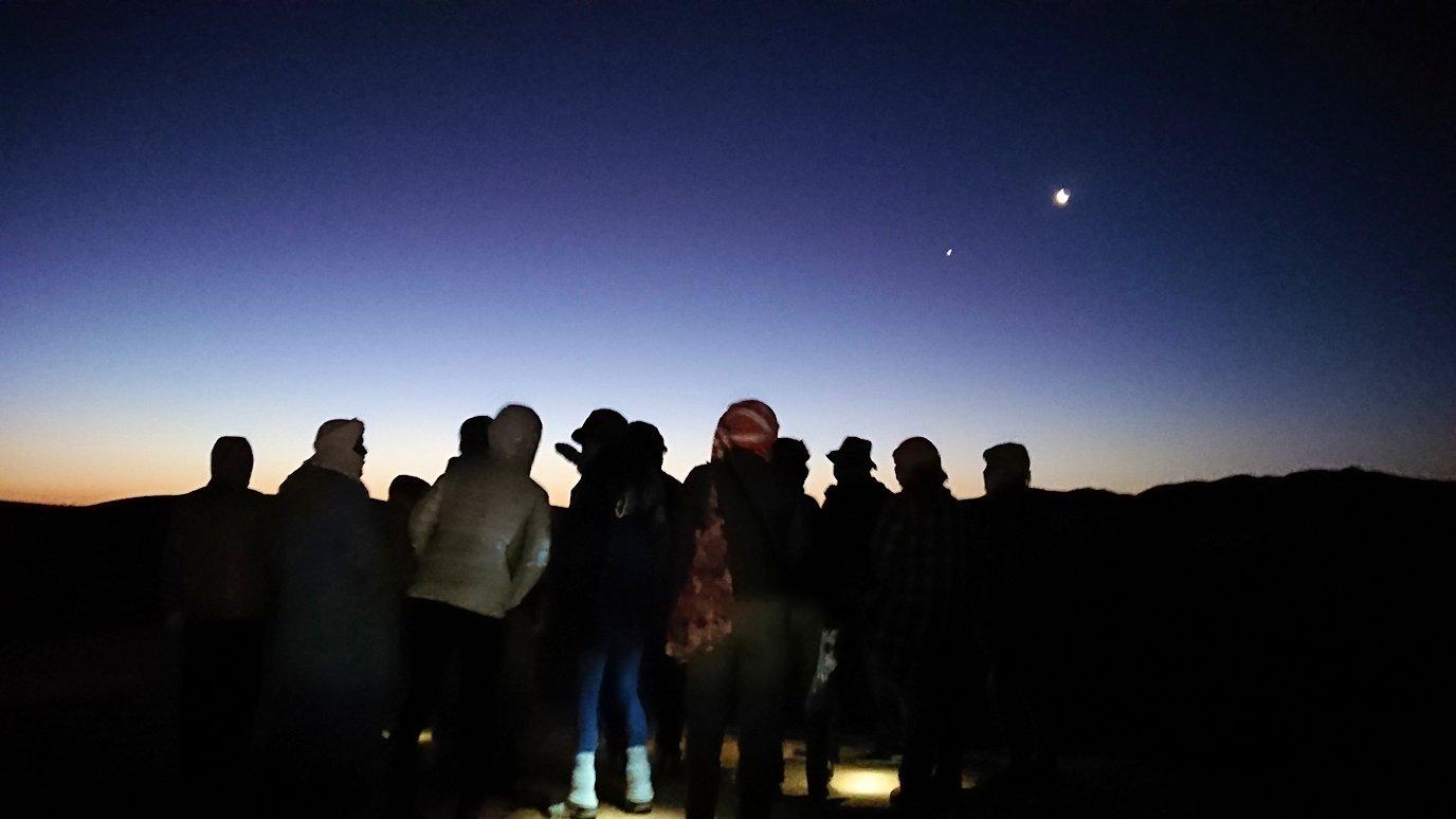 サハラ砂漠で星空観賞しに歩く様子1