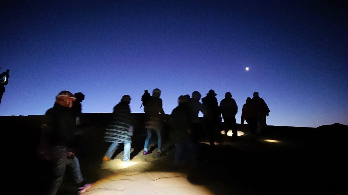 サハラ砂漠で星空観賞しに歩く様子4