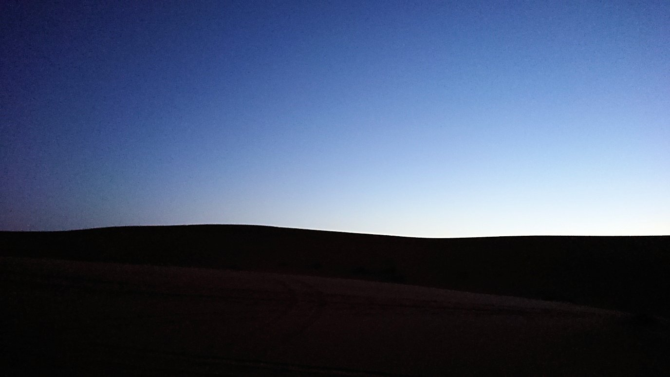 サハラ砂漠で星空観賞しに歩く様子9