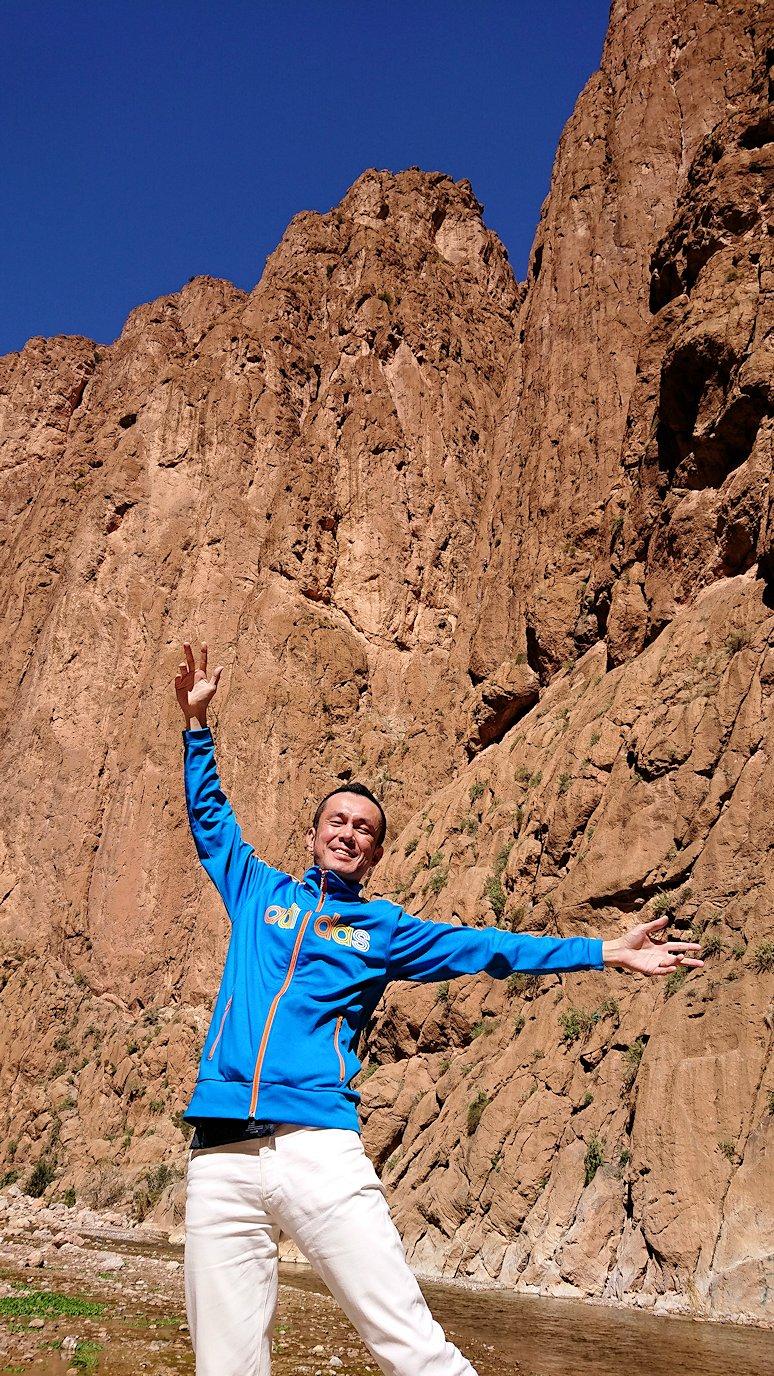 モロッコのトドラ渓谷の景色を楽しむ