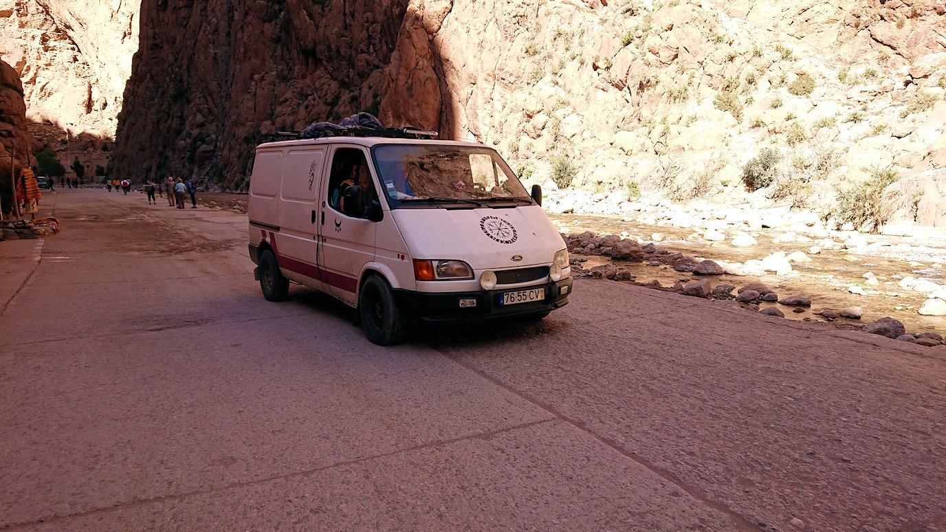 モロッコのトドラ渓谷の景色を楽しむ2