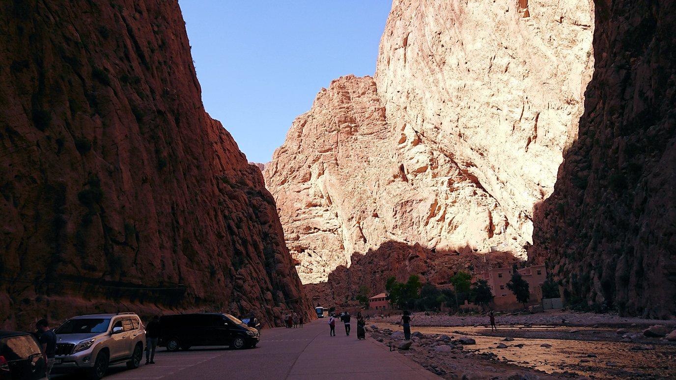 モロッコのトドラ渓谷の景色を楽しむ7