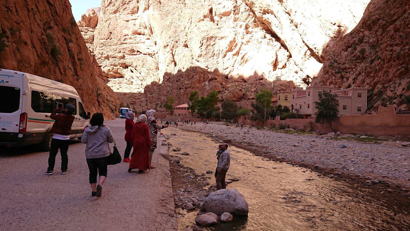 モロッコのトドラ渓谷を近くで眺める1