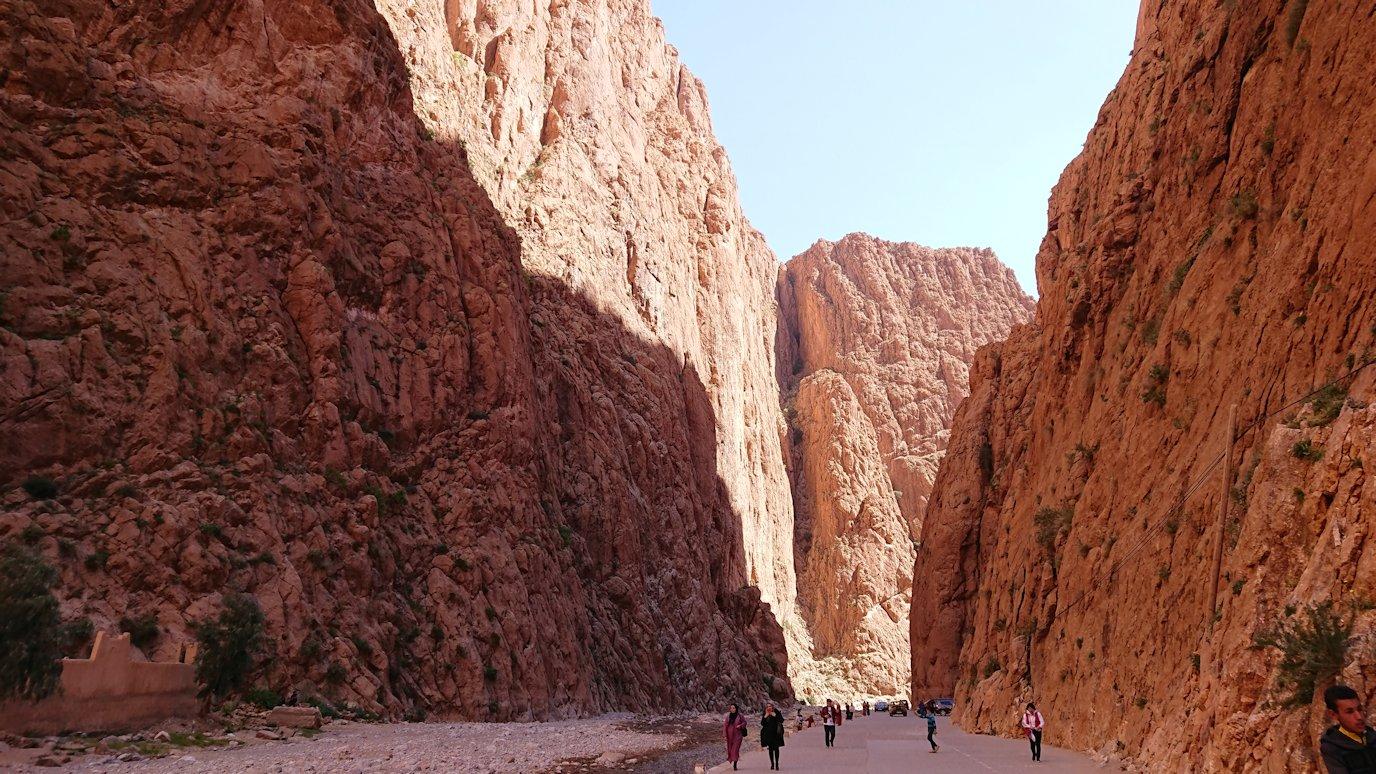 モロッコのトドラ渓谷を近くで眺める3