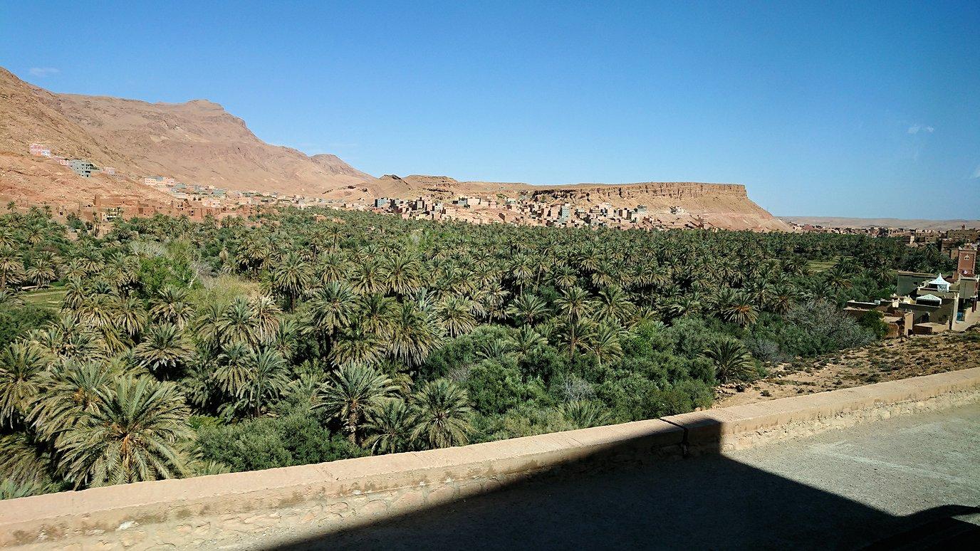 モロッコのトドラ渓谷を近くで眺める8