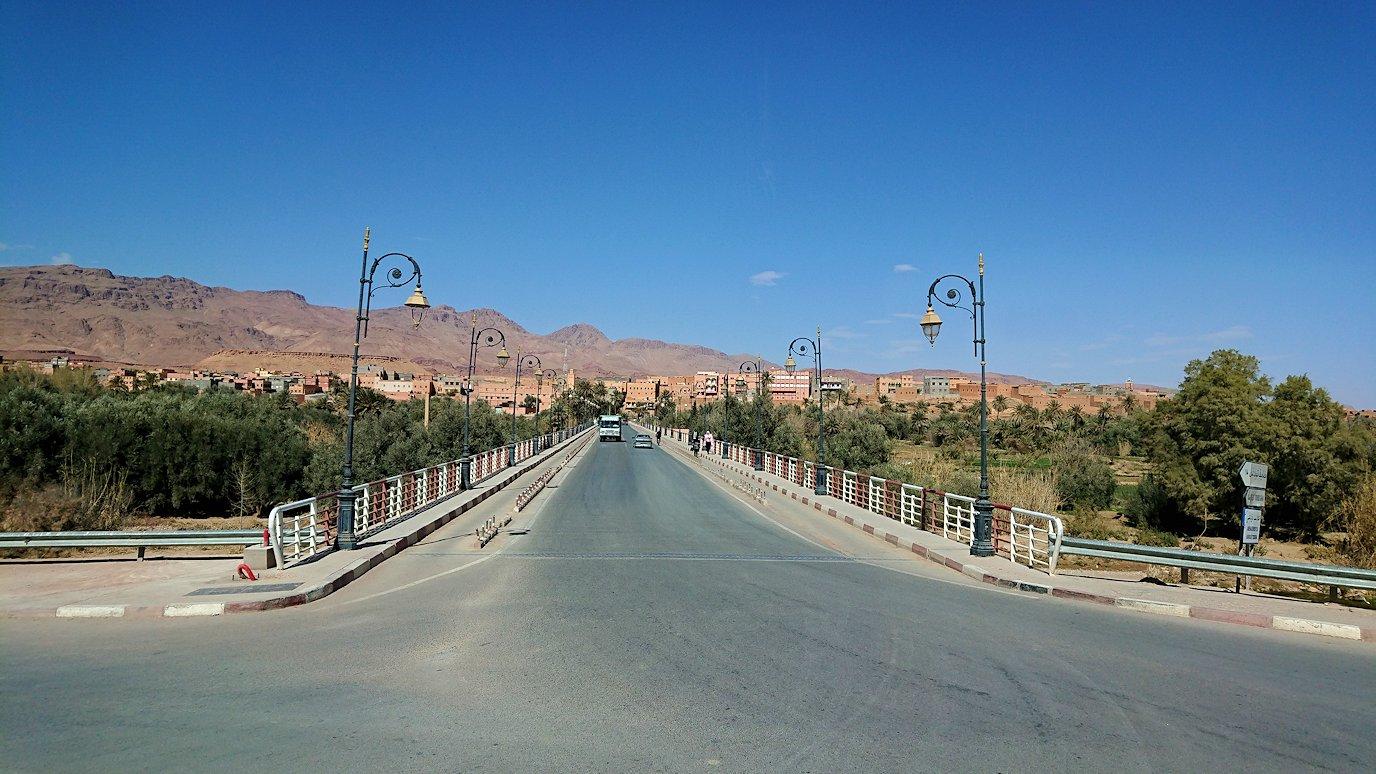 モロッコのトドラ渓谷からワルザザートへ向かう