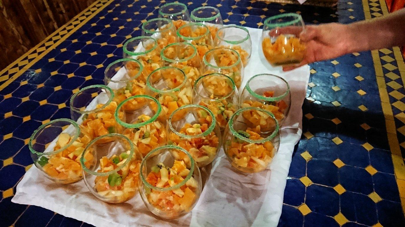 モロッコのワルザザートのホテルで夕食を食べます3