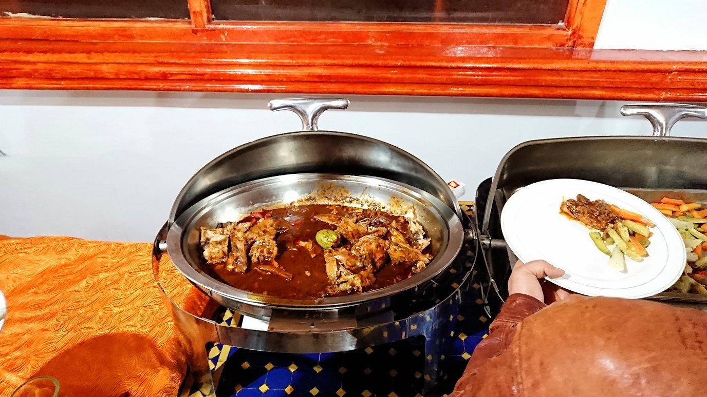 モロッコのワルザザートのホテルで夕食を食べます5