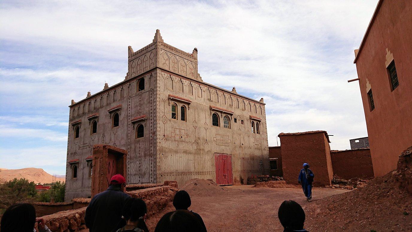 モロッコのワルザザートのアイト・ベン・ハッドゥへ歩いて向かう4