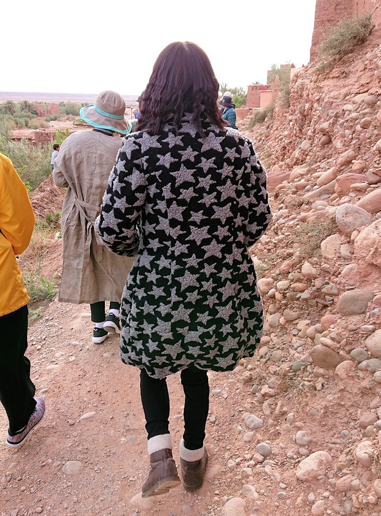 モロッコのワルザザートのアイト・ベン・ハッドゥへ歩いて向かう7