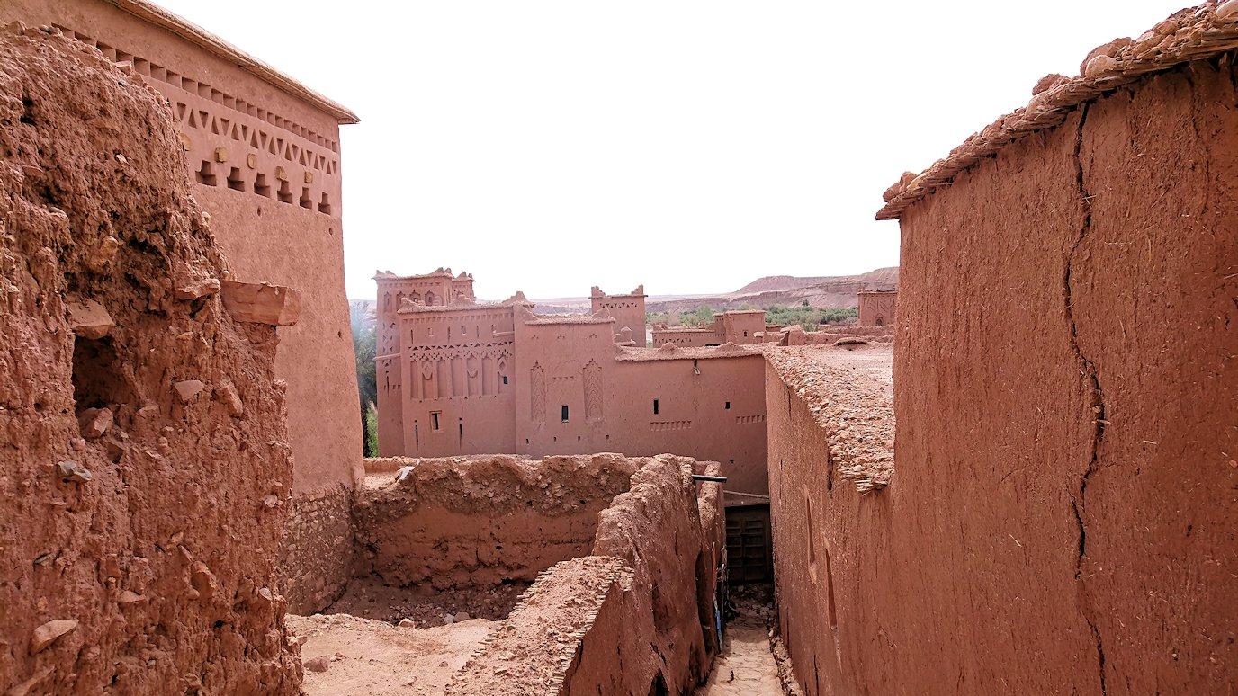 モロッコのワルザザートのアイト・ベン・ハッドゥで個人宅に伺う