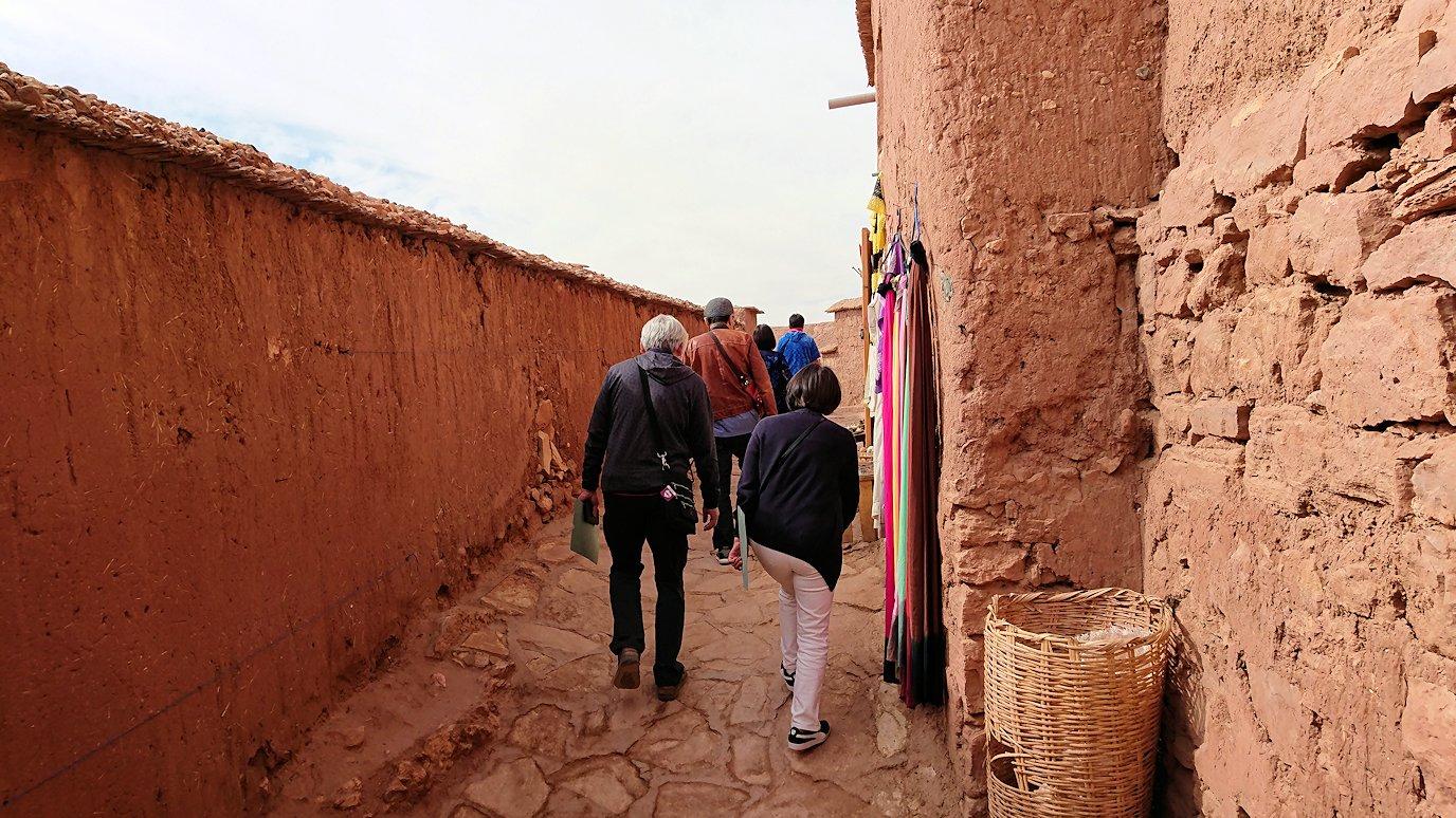 モロッコのワルザザートのアイト・ベン・ハッドゥで個人宅に伺う1