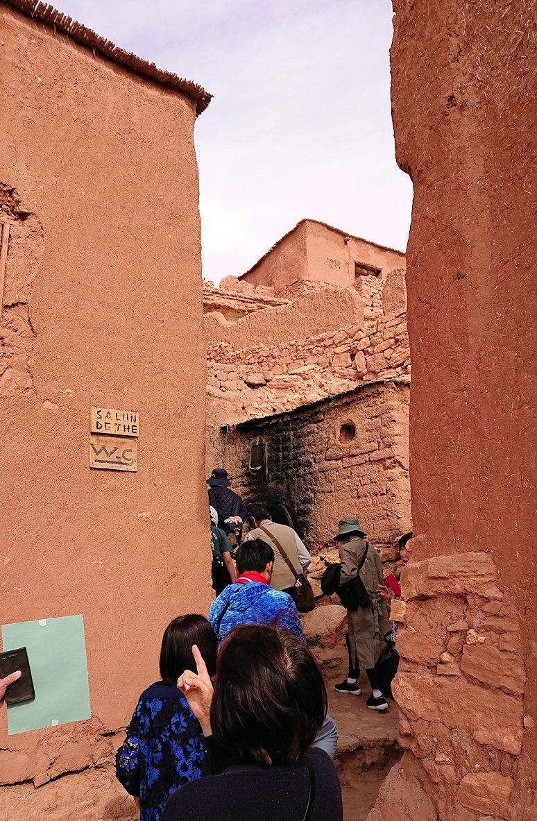 モロッコのワルザザートのアイト・ベン・ハッドゥで個人宅に伺う2