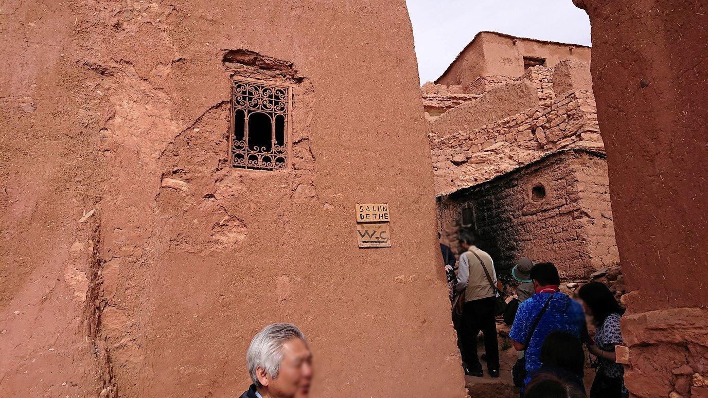 モロッコのワルザザートのアイト・ベン・ハッドゥで個人宅に伺う3