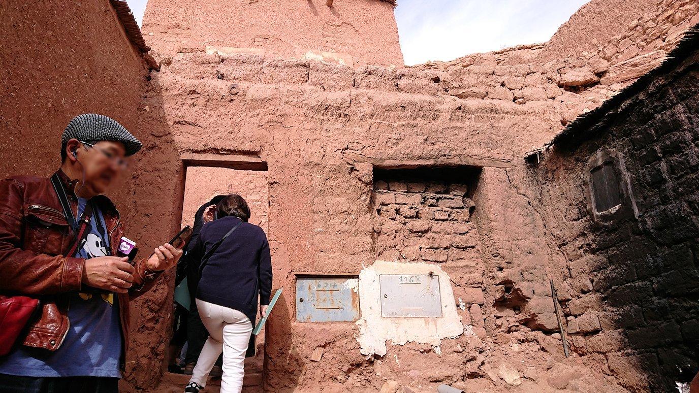 モロッコのワルザザートのアイト・ベン・ハッドゥで個人宅に伺う5