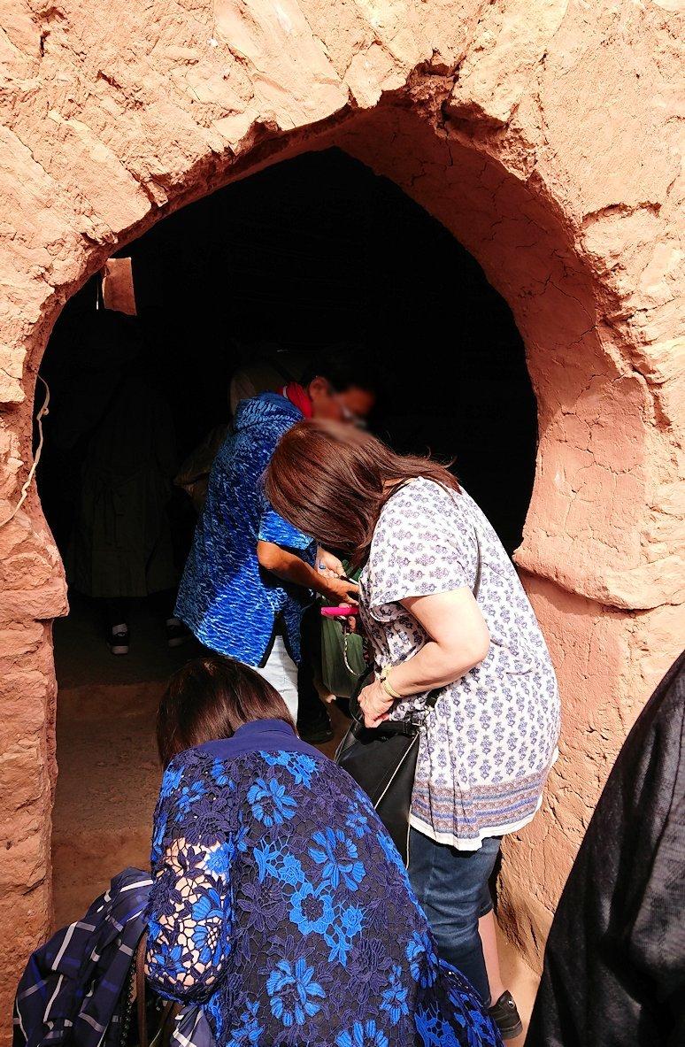 モロッコのワルザザートのアイト・ベン・ハッドゥで個人宅に伺う7
