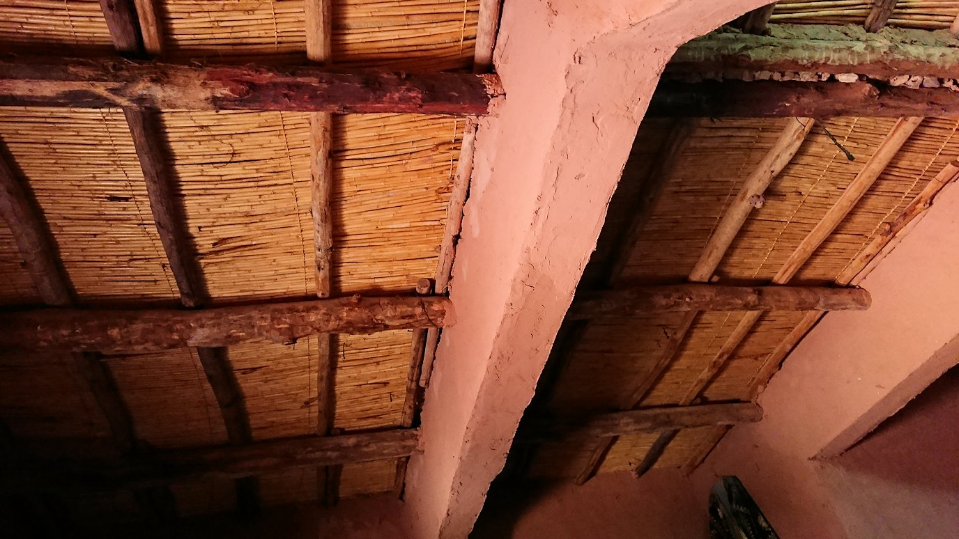 モロッコのワルザザートのアイト・ベン・ハッドゥで個人宅内の様子3
