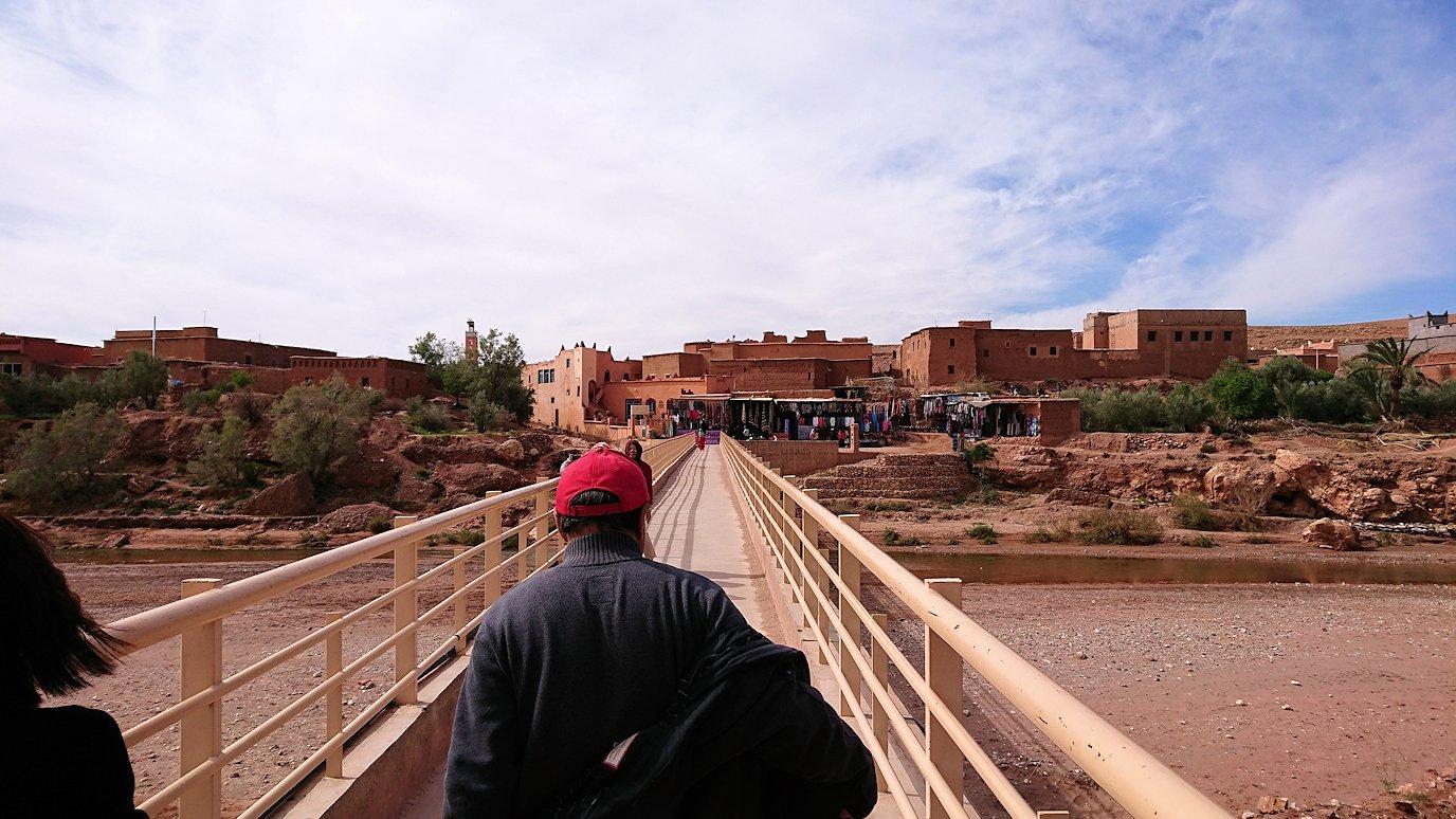 モロッコのワルザザートのアイト・ベン・ハッドゥで個人宅を散策7