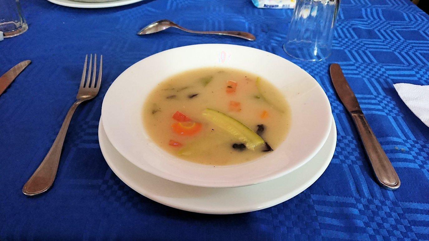 モロッコのワルザザートのアイト・ベン・ハッドゥの観光を終了し近くのレストランで昼食を食べる9