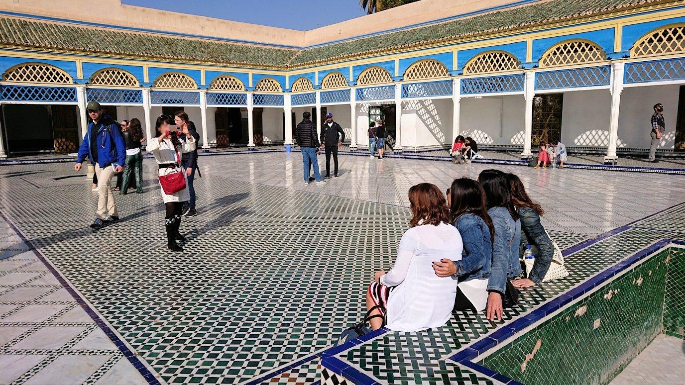 モロッコのマラケシュでバヒア宮殿内の様子はというと