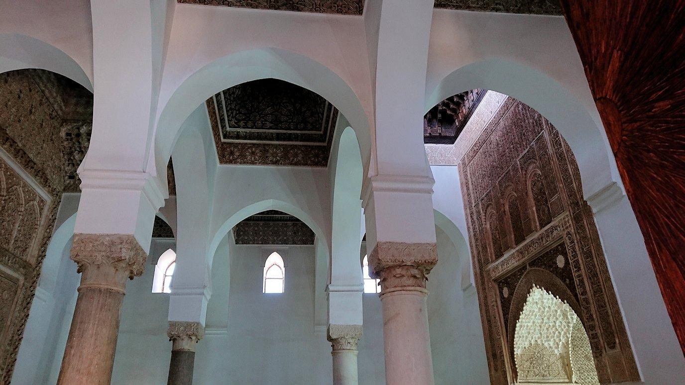 モロッコ・マラケシュのサアード朝の墓跡で古代の王様の墓を見学