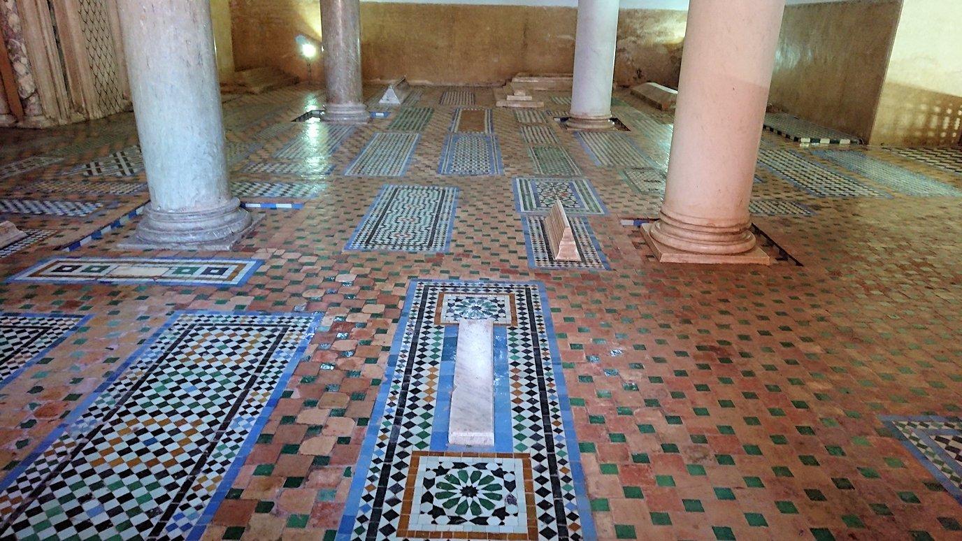 モロッコ・マラケシュのサアード朝の墓跡で古代の王様の墓を見学1