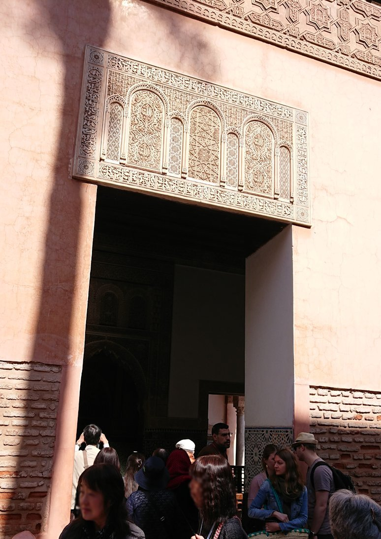 モロッコ・マラケシュのサアード朝の墓跡で古代の王様の墓を見学3