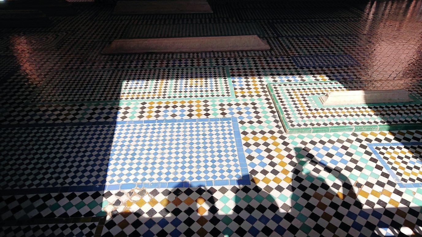 モロッコ・マラケシュのサアード朝の墓跡で古代の王様の墓を見学5