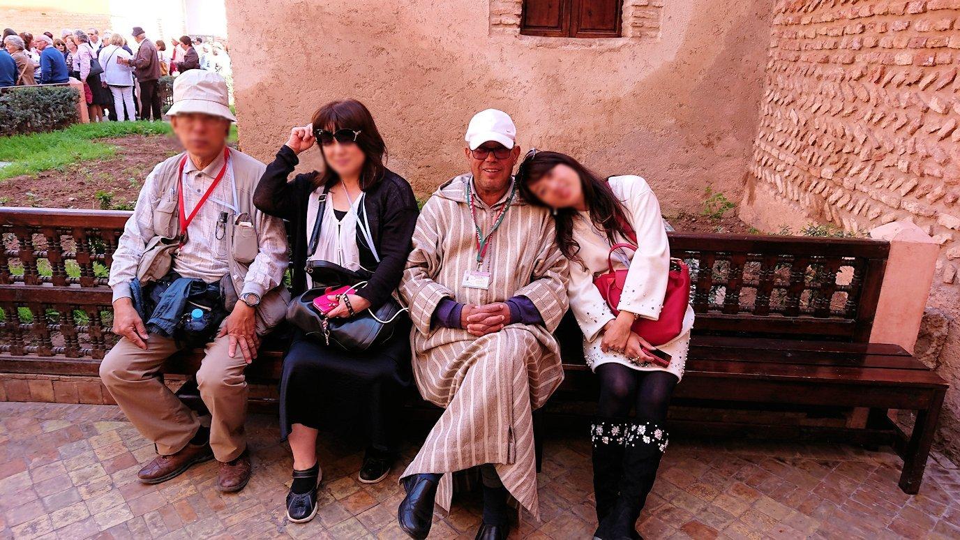 モロッコ・マラケシュのサアード朝の墓跡で記念撮影