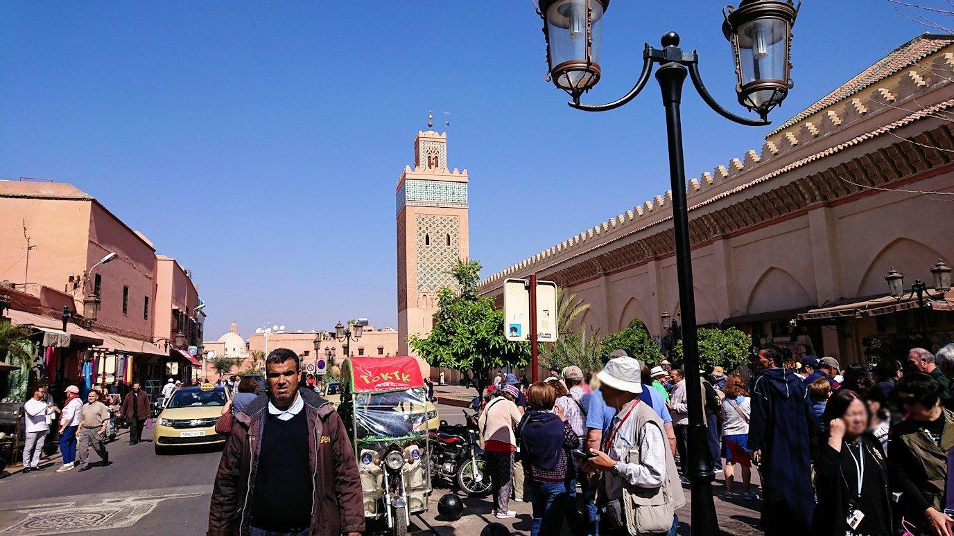 モロッコ・マラケシュのサアード朝の墓跡で記念撮影3