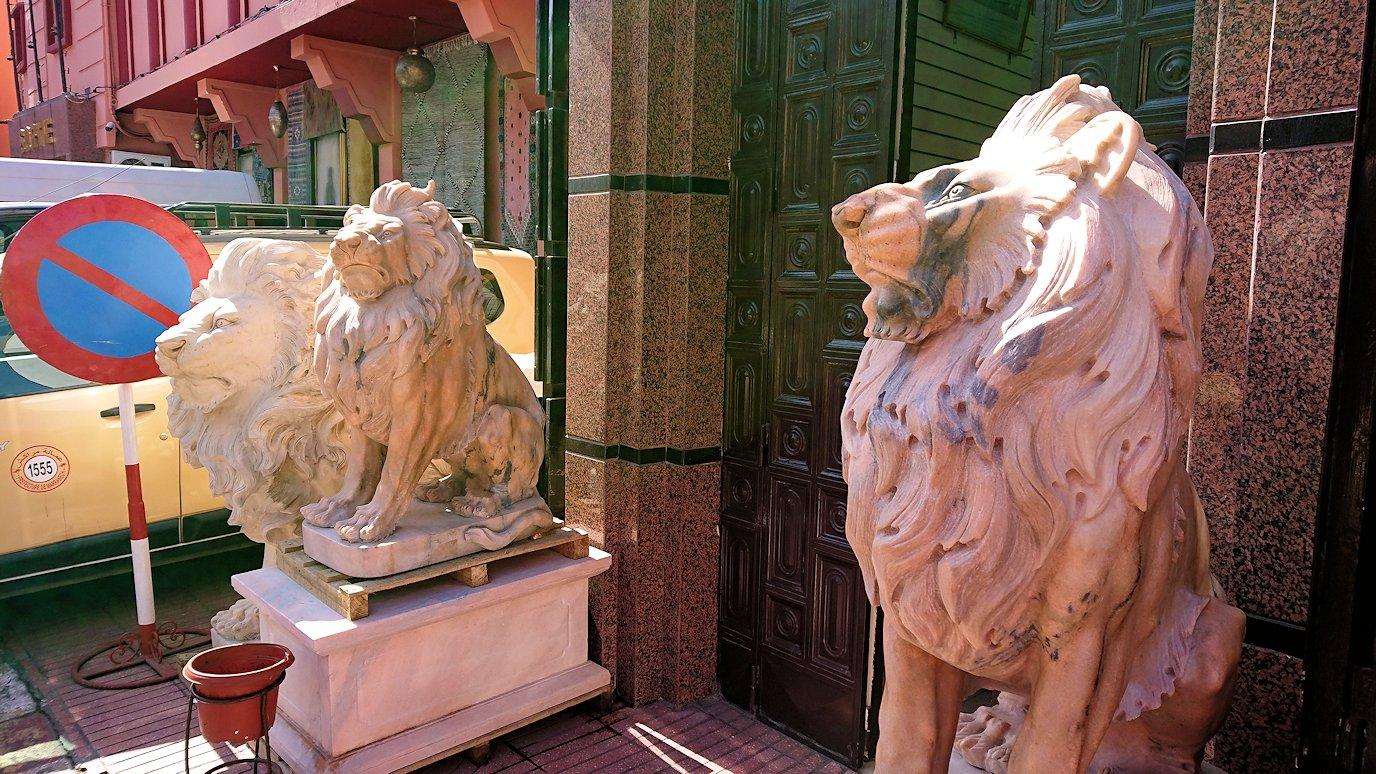 モロッコ・マラケシュのサアード朝近くの総合お土産物店でお買い物を1