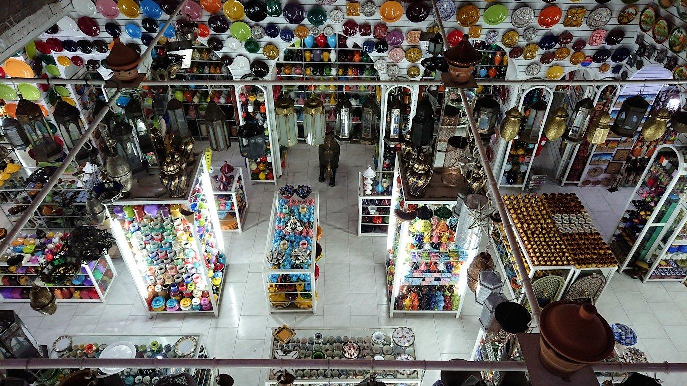 モロッコ・マラケシュのサアード朝近くの総合お土産物店でお買い物を5