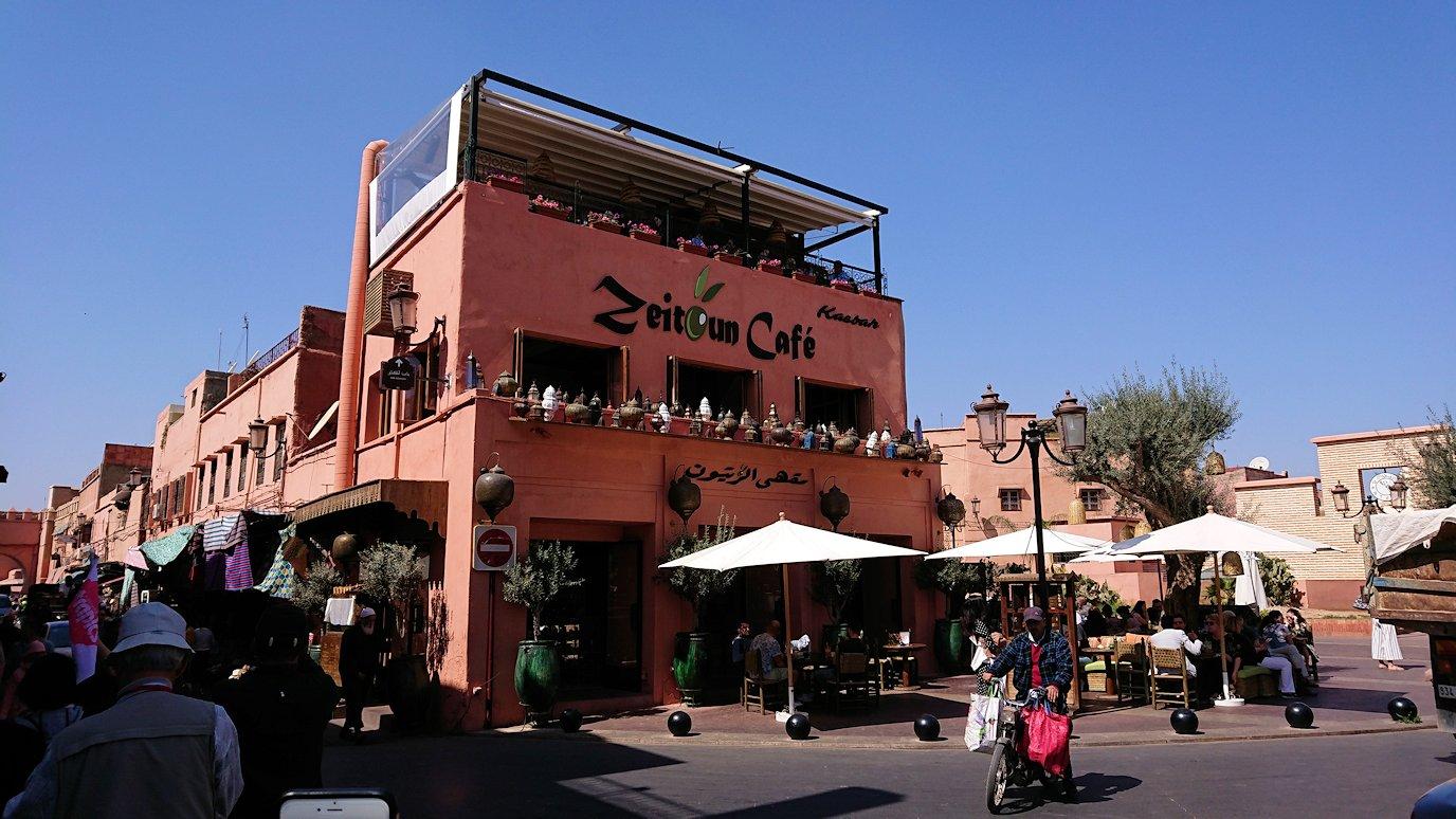 モロッコ・マラケシュのサアード朝近くの総合お土産物店から昼食会場に向かう1