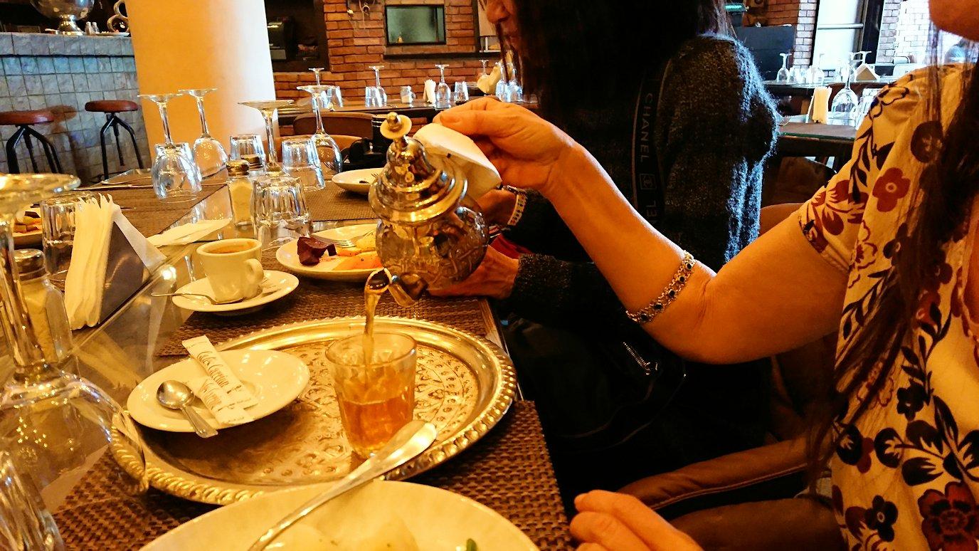 モロッコ・マラケシュで昼食会場での様子5