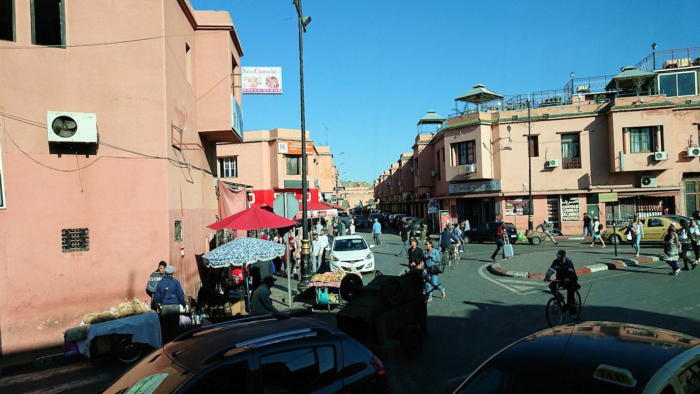 モロッコ・マラケシュでホテルからジャマ・エル・フナ広場に向かう3