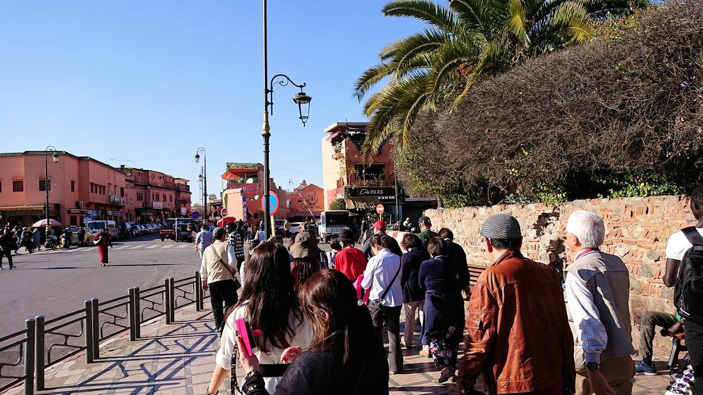 モロッコ・マラケシュでホテルからジャマ・エル・フナ広場に向かう5