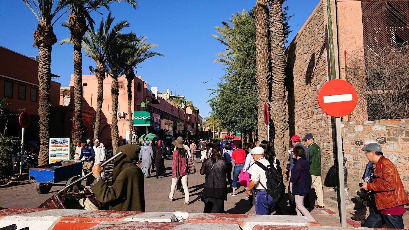 モロッコ・マラケシュでホテルからジャマ・エル・フナ広場に向かう6