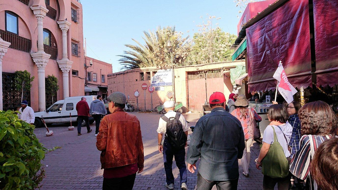 モロッコ・マラケシュでホテルからジャマ・エル・フナ広場に向かう8