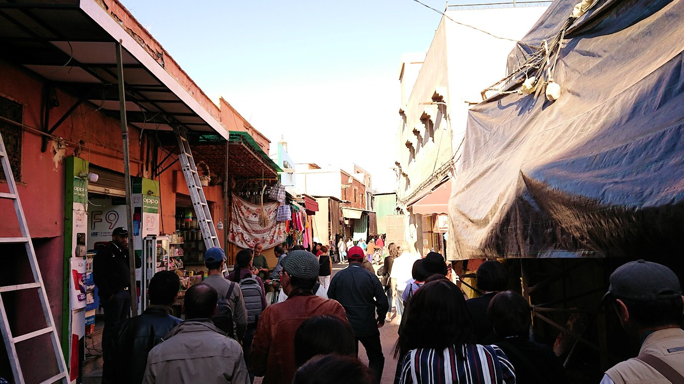 モロッコ・マラケシュでホテルからジャマ・エル・フナ広場に向かう途中の様子1