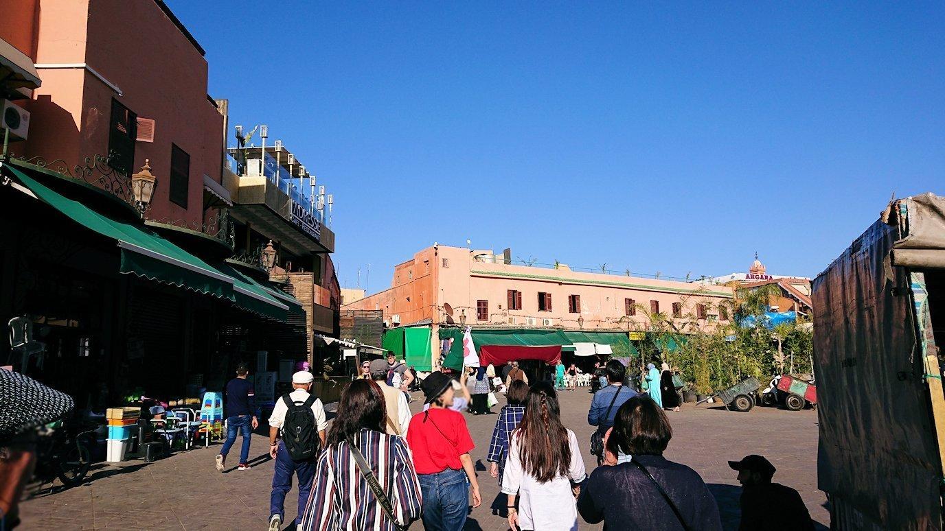 モロッコ・マラケシュでホテルからジャマ・エル・フナ広場に向かう途中の様子6