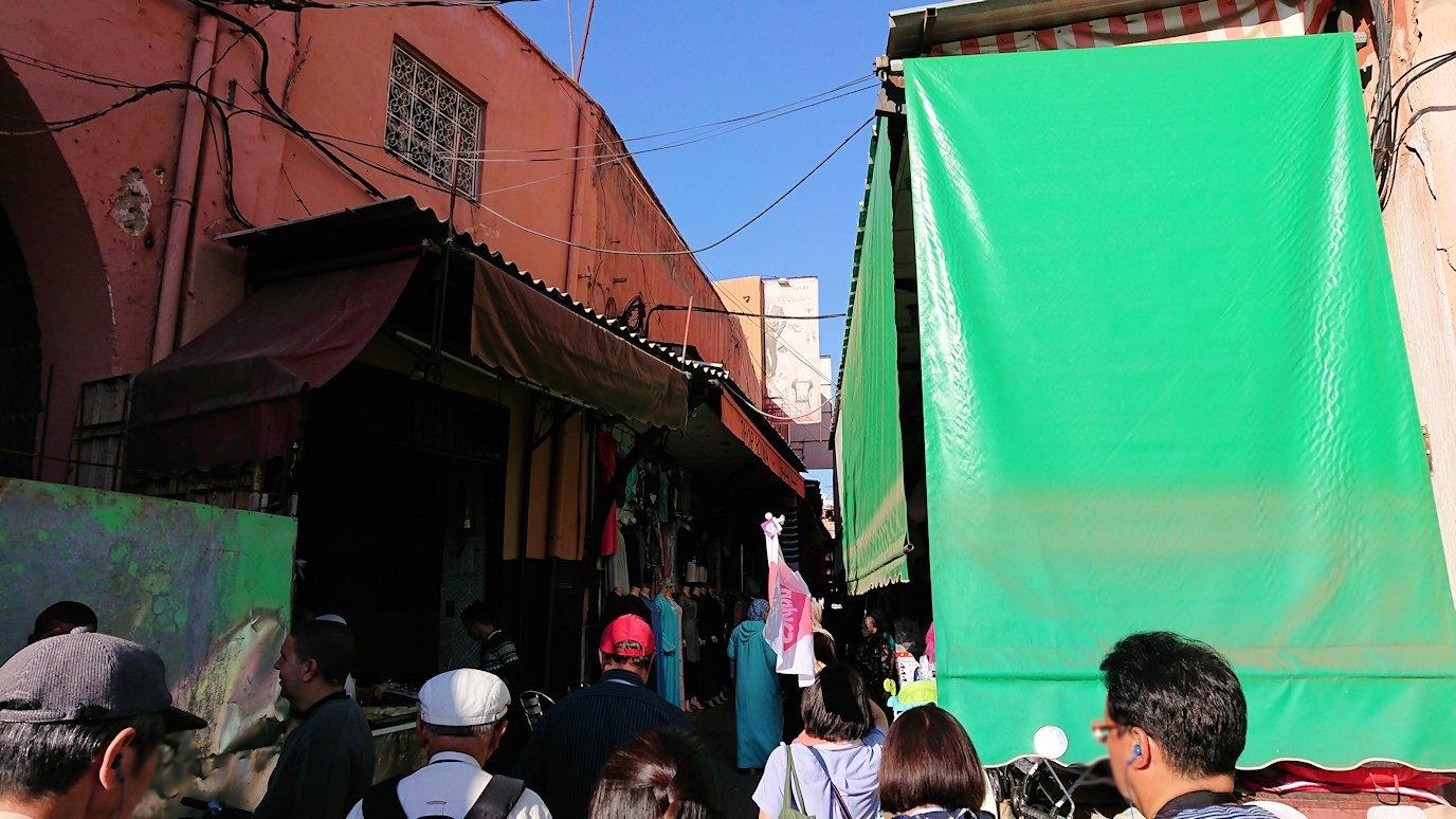 モロッコ・マラケシュでホテルからジャマ・エル・フナ広場に向かう途中の様子7