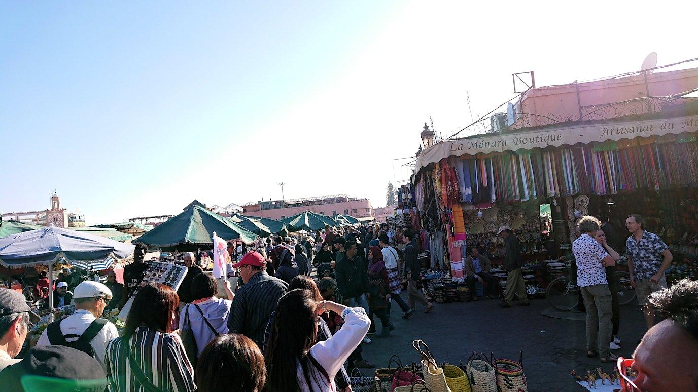モロッコ・マラケシュでジャマ・エル・フナ広場辺りの様子3