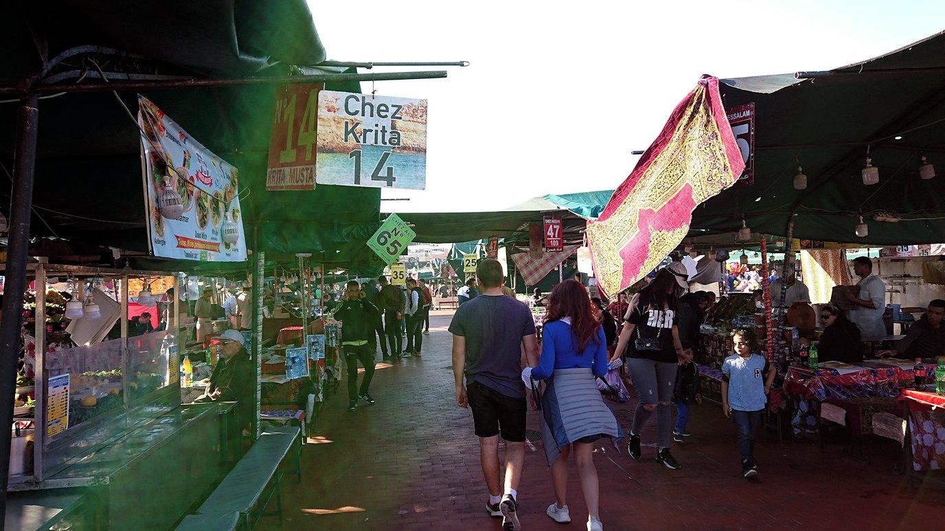 モロッコ・マラケシュでジャマ・エル・フナ広場辺りの様子8