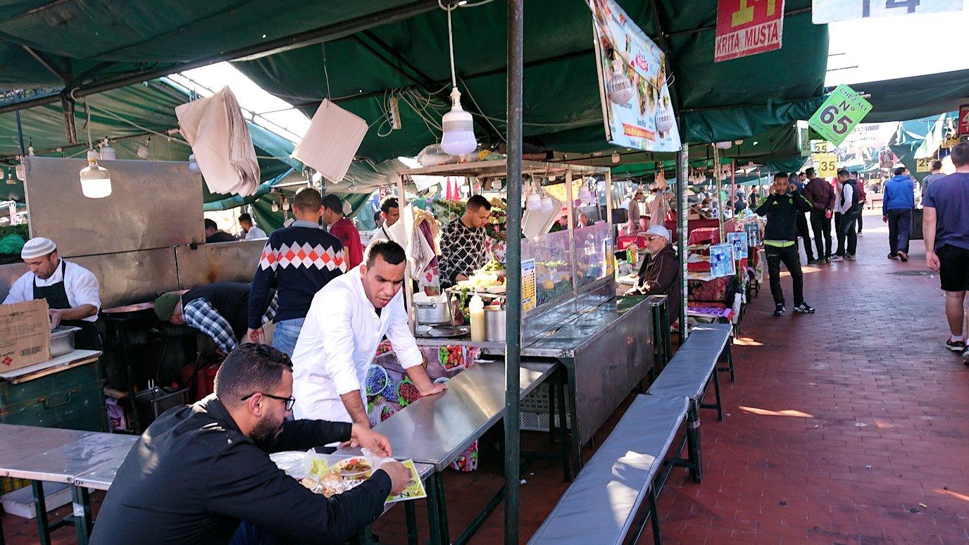 モロッコ・マラケシュでジャマ・エル・フナ広場辺りの様子9