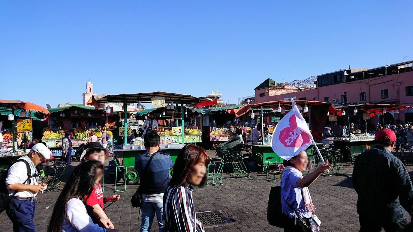 モロッコ・マラケシュでジャマ・エル・フナ広場辺りを楽しむ