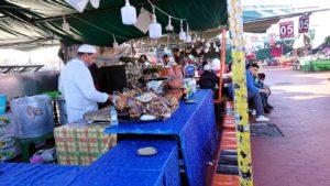 モロッコ・マラケシュでジャマ・エル・フナ広場辺りを楽しむ3